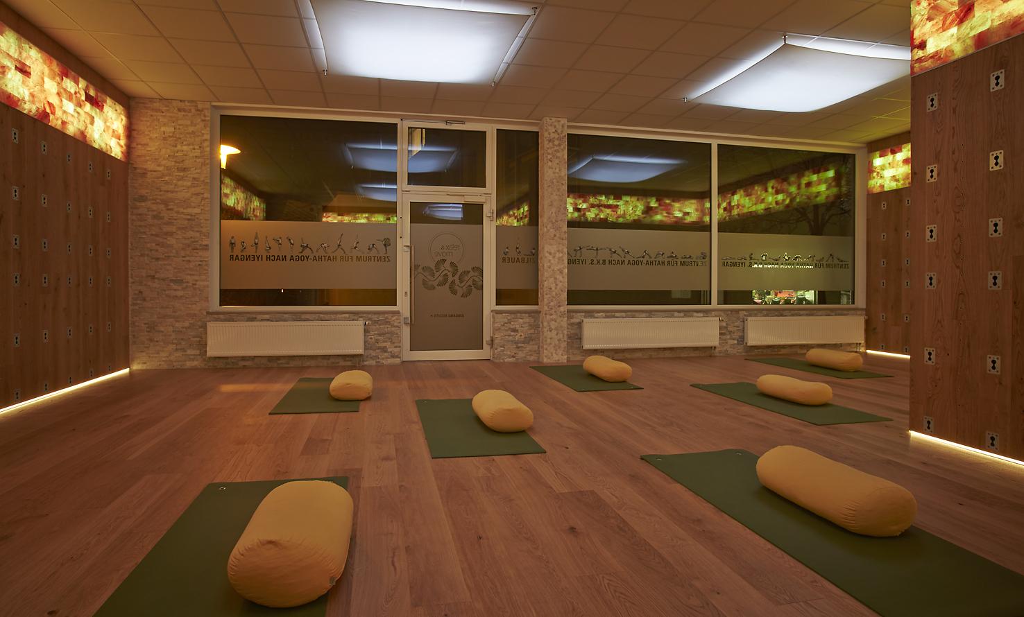 Hatha yoga nach b k s iyengar relax move for Raumgestaltung yoga